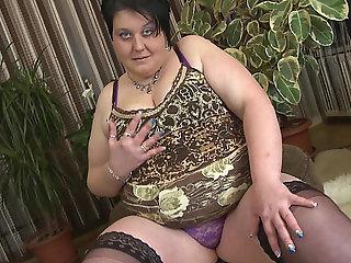 Hawt big beautiful woman..