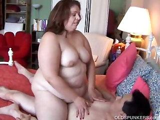 Sexy BBW MILF enjoys a long..