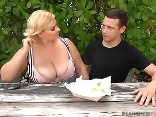 Sexy Busty BBW MILF Tiffany..