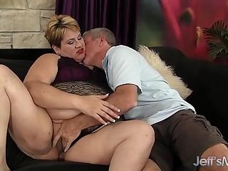 Horny mature BBW Bonita gets..