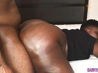 Ebony BBW Bounces Huge Cakes..
