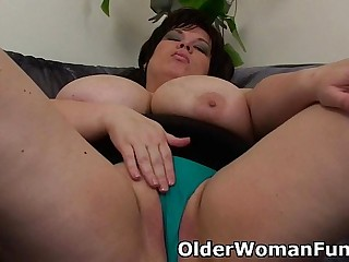 BBW mom having solo sex with..
