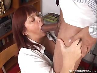 Big tits mature BBW loves to..