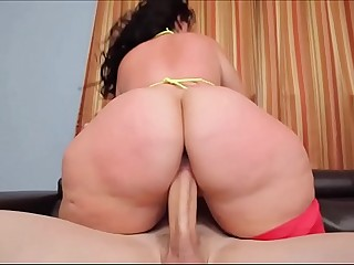 PHAT ASS BBW PLUMPER KNOWS..