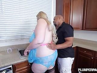 Big Tit Blonde BBW MILF..