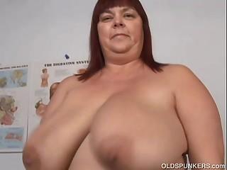 Super sexy big tits mature..