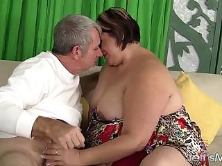 Mature Latina plumper gets..