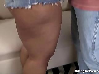 BBW Ebony Slut Fucking Hard..