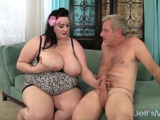 Plumper Eliza Allure gets..
