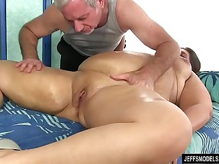 Sexy Plumper Danni Dawson..