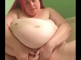 Fat girl pissing on bathtub